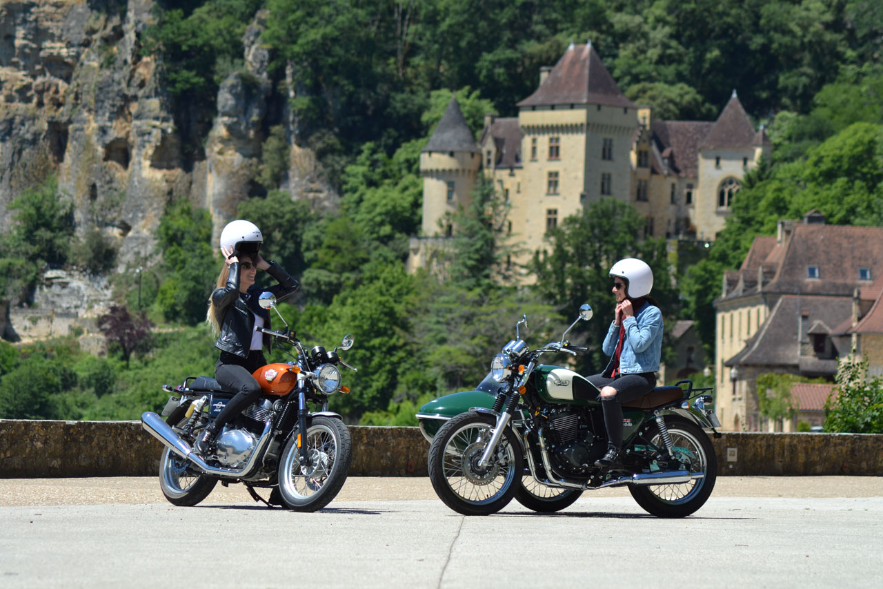 French Retro Ride rents Royal Enfield 650 Interceptor motorcycles and the Sidecar Mash 400 Family Side in Dordogne, for A2 licenses (from 20 years old, young drivers accepted).